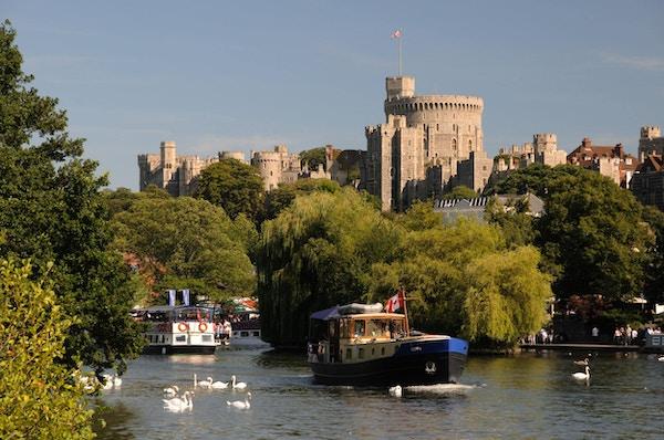 Windsor Castle med Themsen i forgrunnen.