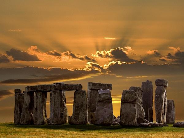 Stonehenge på Salsbury Plain i Wiltshire i sørvest England. Bygget omtrent 3000 f.Kr. Stonehenge er Europas mest berømte forhistoriske monument. UNESCOs verdensarvliste.
