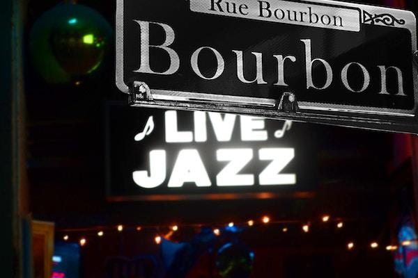 Bourbon Street-skilt i French Quarter, New Orleans