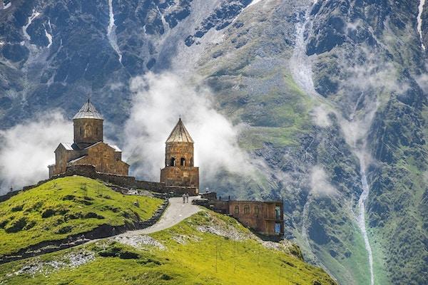 Gergeti Trinity Church (Tsminda Sameba), Holy Trinity Church nær landsbyen Gergeti i Georgia, under Mount Kazbegi