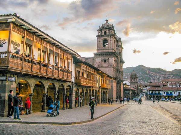 Historiske Plaza de armas i Cuzso er bygd i spansk kolonistil.
