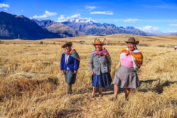 Inkaenes Urubambadal er en dal i de peruanske Andesfjellene, nær inkahovedstaden Cusco og nedenfor den forhistoriske, hellige byen Machu Picchu. Dalen inkluderer alt mellom Pisac og Ollantaytambo, parallelt med Urubambaelven, også kjent som Vilcanotaelven eller Wilcamayo, som denne hellige elven kalles når den renner gjennom dalen. Elven henger sammen med mange sideelver som renner gjennom tilstøtende daler og juv og består av mange arkeologiske rester og landsbyer. Dalen var verdsatt av inkaene på grunn av sine unike geografiske og klimatiske kvaliteter. Den var en av imperiets viktigste steder for utvinning av naturrikdommer og det beste stedet for maisproduksjon i Peru.