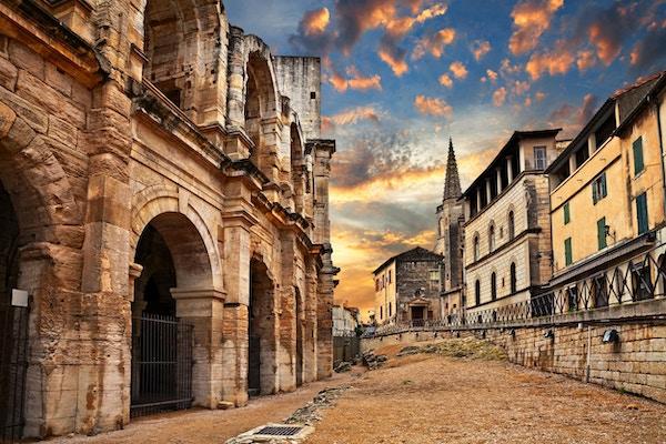Arles, Frankrike: den gamle romerske arenaen, et amfiteater fra det 1. århundre, et av de best bevarte i antikken