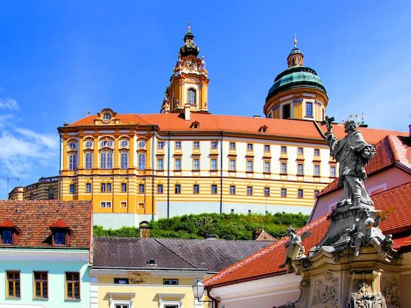 Utsikt over det historiske klosteret over byen Melk, Østerrike