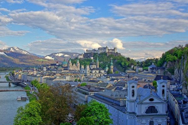 Oversiktsbilde over Salzburg, Hohensalzburg festning.