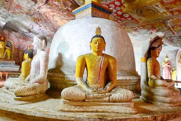 5th Century Wall Paintings and Buddha Statues At Dambulla Cave Golden Temple. Dambulla Cave Golden Temple er det største og best forbeholdte huletempelkomplekset på Sri Lank