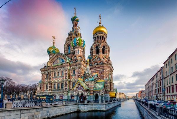 Frelserenes kirke på sølt blod er en av de viktigste severdighetene i St. Petersburg, Russland. Andre navn inkluderer kirken på sølt blod, frelserens tempel på sølt blod og katedralen for Kristi oppstandelse. Denne kirken ble bygget på stedet der keiser Alexander II ble dødelig såret i mars 1881. Kirken ble bygget mellom 1883 og 1907. Konstruksjonen ble finansiert av den keiserlige familien.