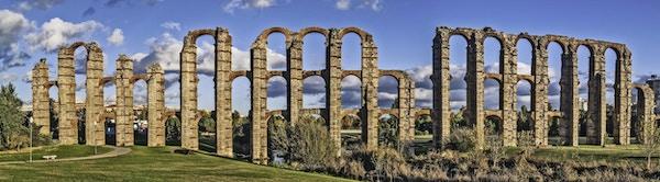 Merida, november 2012. Romerske akveduktruiner i Merida, hovedstaden i Extremadura-regionen i Spania. Jeg århundre. 830 meter. UNESCOs verdensarvliste.