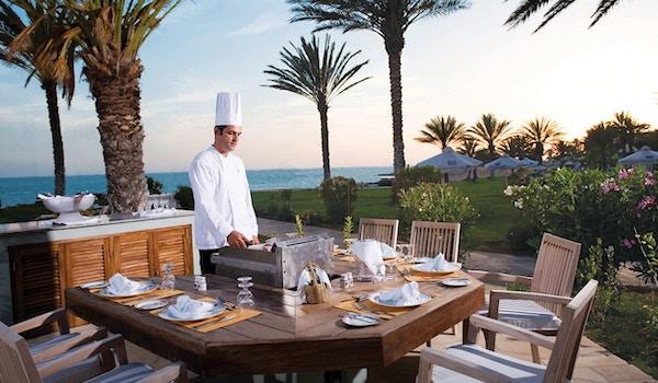 Lei av å spise inne? Spis ute da vel! Athena Royal Beach Hotel