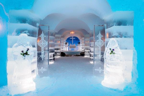 Den vakre og romantiske iskirken i Sorrisniva, Norge.