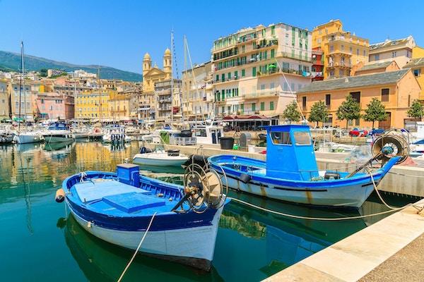 Korsika er den største franske øya ved Middelhavet og den mest populære feriedestinasjonen for franskmenn.