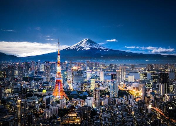 Utsikt over Mt. Fuji og Tokyo skyline i skumringen.