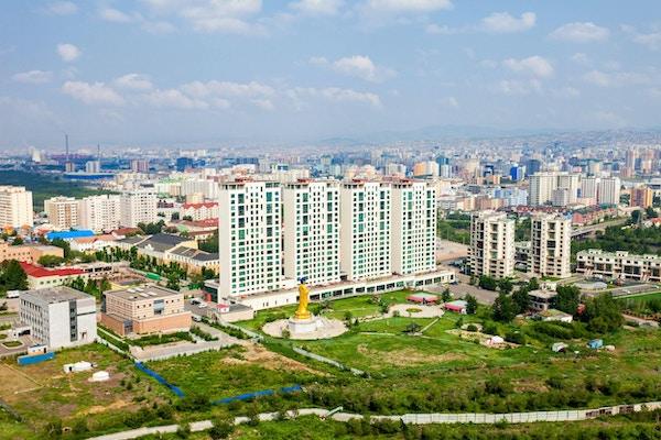 Ulaanbaatar også Ulan Bator panoramautsikt fra Zaisan-minnesmerket. Ulaanbaatar er en hovedstad i Mongolia med over 1,3 millioner mennesker.