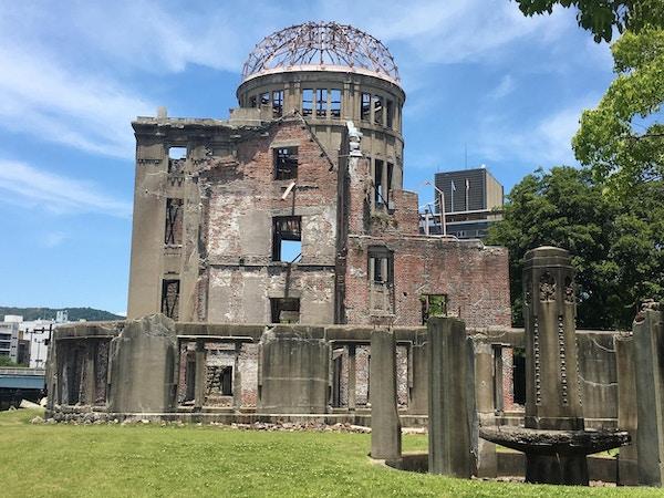 en bygning ødelagt av bomben som ble droppet under 2. verdenskrig