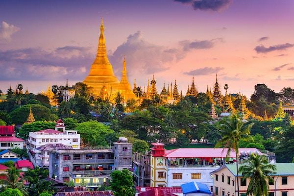 Yangon, Myanmar, skyline ved Shwedagon Pagoda.