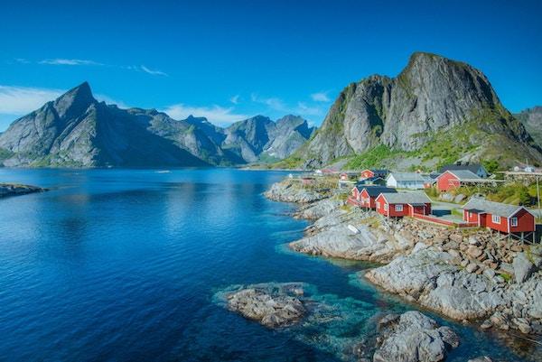 Utsikt mot Lofotens vakre fjellandskap