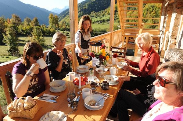 Frokost på fottur i Svaneti, Georgia
