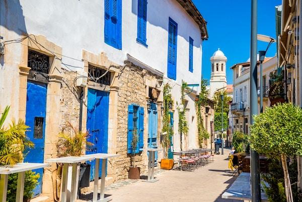 Genethliou Mitellla street, en turistgate som fører til Ayia Napa katedral. Limassol, Kypros.