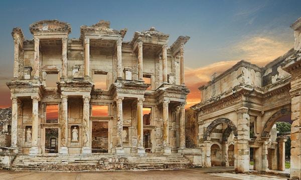 biblioteksbygningen i Efesos er en gammel gresk og romersk struktur