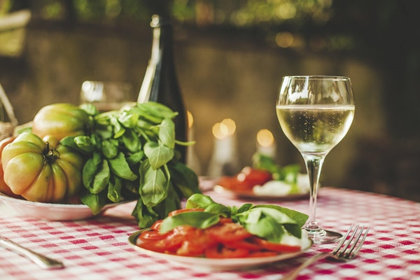 Burrata, prosecco og tomater