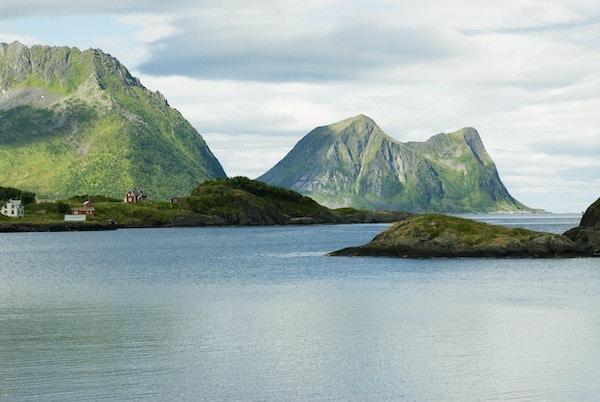 Utsikt over fjord på Senja.