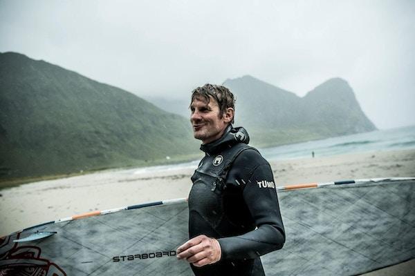 Large unstad arctic surf thomas rasmus skaug visitnorway
