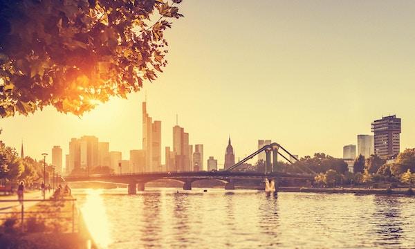 Solen skinner over herlige Frankfurt
