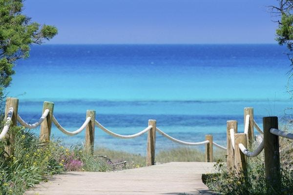 strandvei til paradisstranden Illetes på Formentera Balearene
