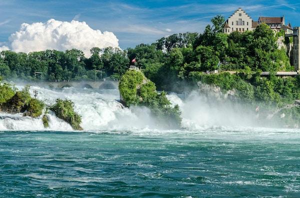 Rhinen faller fra Schaffhausen.