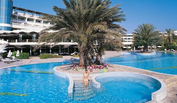 Badebassenget for deg hos Athena Beach Hotel