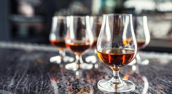 Brandy på en bardisk.