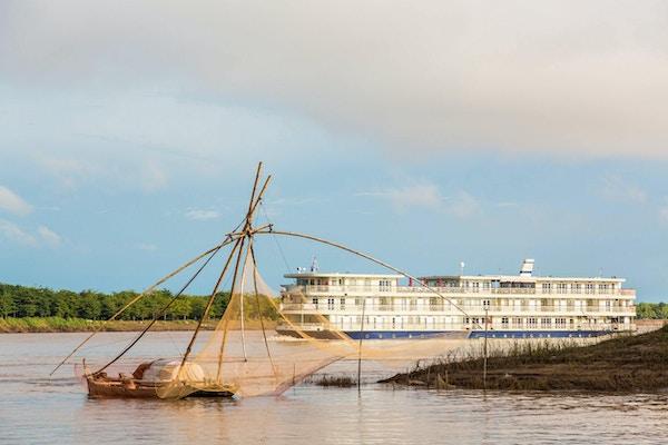 Mekong nav exterior 008 small river navigator