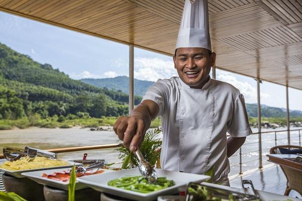 Deilige retter serveres om bord på RV Laos Pandaw