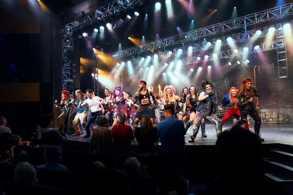 """AN, Anthem of the Seas, WWRY, """"We Will Rock You"""", underholdning, Two70, show, teater, skuespillere, sangere, sang, moro,"""