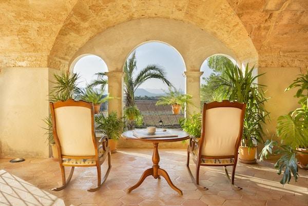 To stoler og bord utsikt