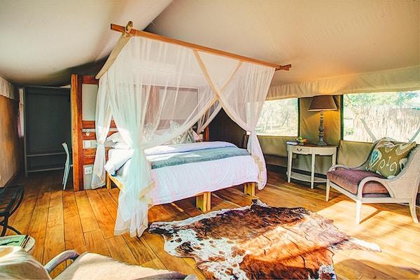 Du sover godt i teltene i Fathala Wildlife Reserve!