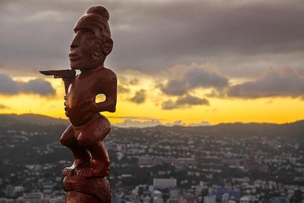 Maoristatue venter på deg i New Zealand!