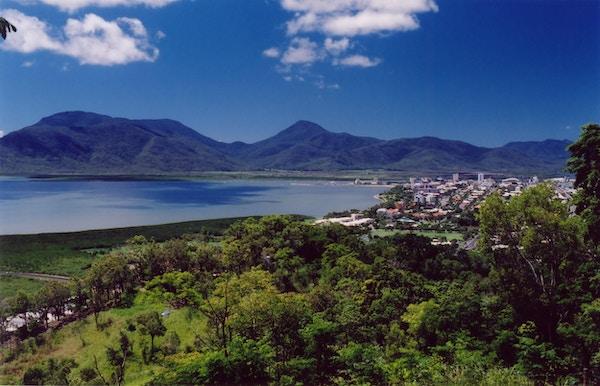 I Cairns kan du nyte det tropiske klimaet.