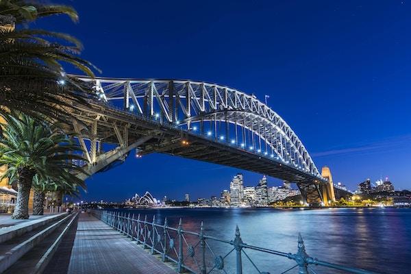 Sydney Harbour Bridge er et vakkert skue i skumringen.