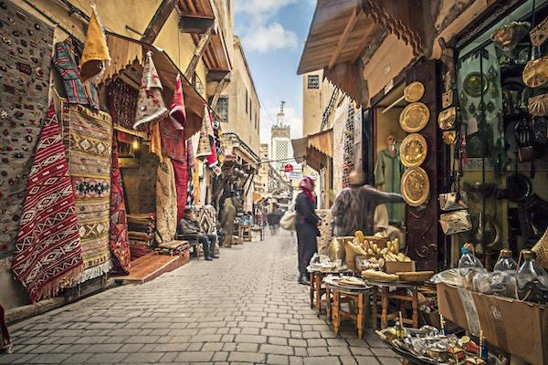 Butikker i gatene i Fez, Marokko.