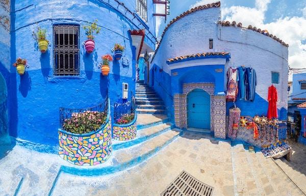 Fantastisk gate og arkitektur fra Chefchaouen, Marokko, Nord-Afrika