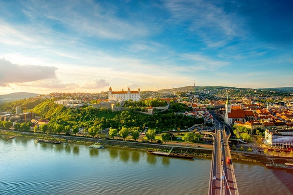 Elven Donau foran gamlebyen i Bratislava