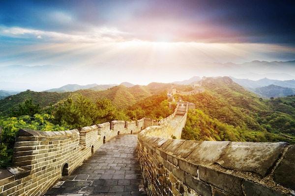 Den kineskiske mur er omkranset av naturskjønne omgivelser.