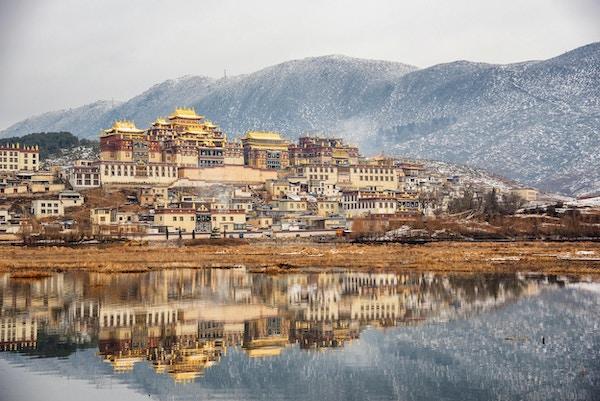 Songzanlin-tempelet også kjent som Ganden Sumtseling-klosteret, er et tibetansk buddhistisk kloster i Zhongdian by (Shangri-La), Kina.