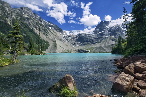 Joffre Lake om sommeren i Pemberton, BC, Canada