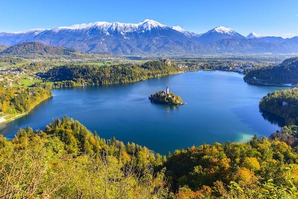 Panoramautsikt over innsjøen Bled fra Mt. Osojnica, Slovenia