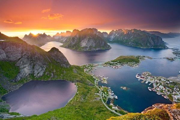 Oversiktsbilde over Reine i Lofoten.