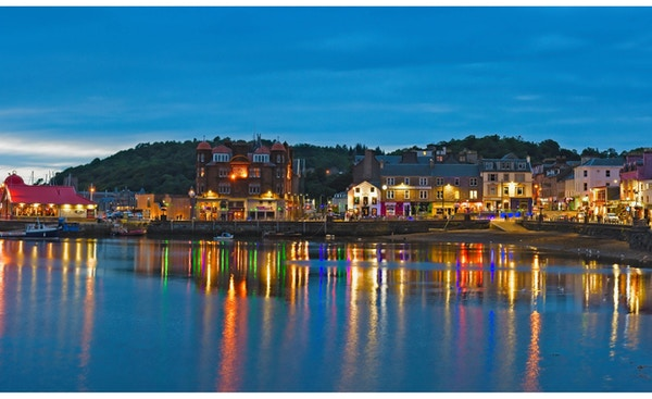 Oban, Skottland sett fra sjøen.