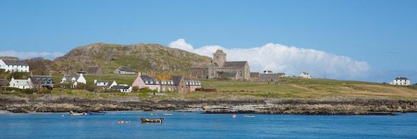 Iona, utenfor vestkysten av Skottland, populært turistmål kjent for klosteret.