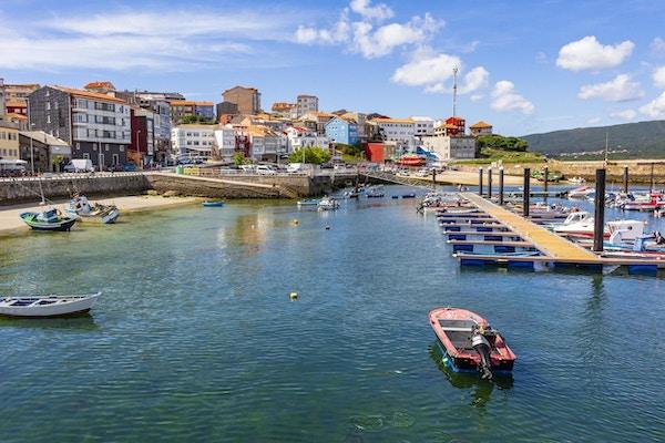 Panoramautsikt over havnen i byen Finisterre, Galicia, Spania